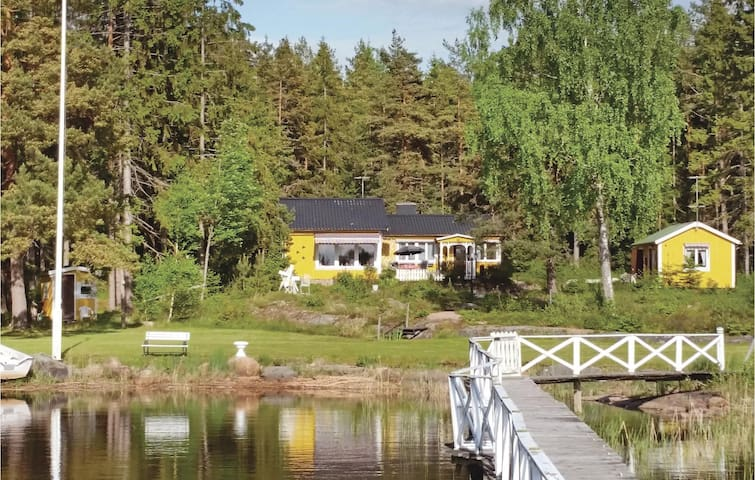 Holiday cottage with 2 bedrooms on 76m² in Väse