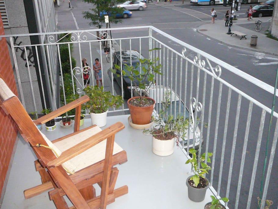 balcon ensoleillé toute l`après-midi