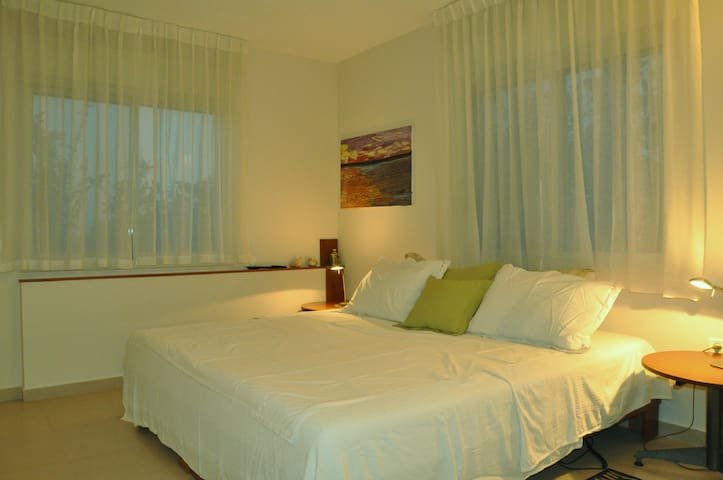 Bed & Breakfast Near Nes Zyonna and Rehovot