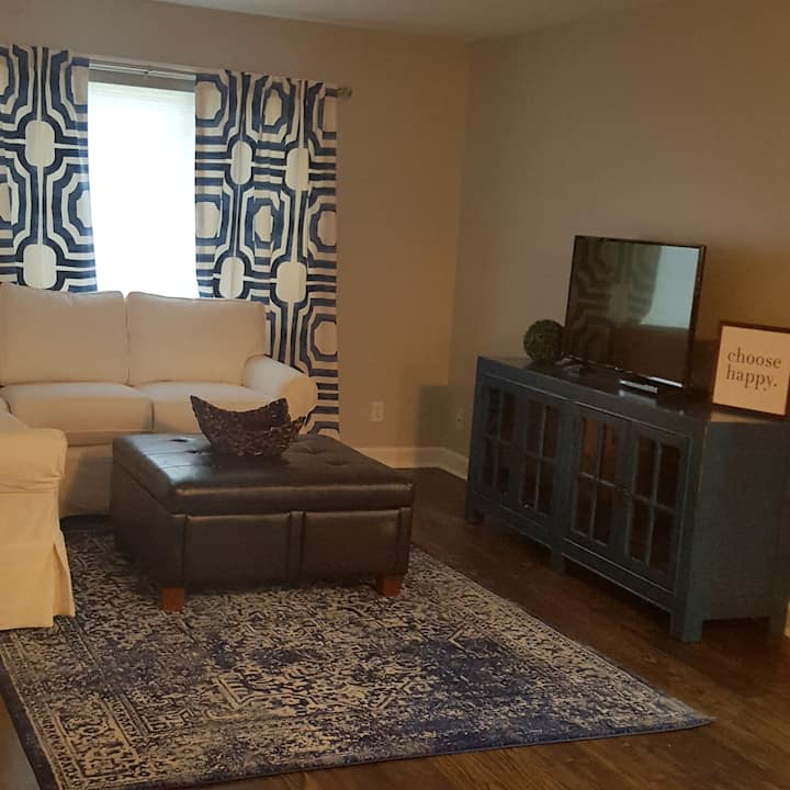 Cute Condo close to UNMC, Downtown Omaha & Midtown