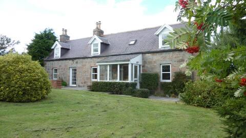 Refurbed Cottage - Royal Deeside (Nr Aboyne x8)