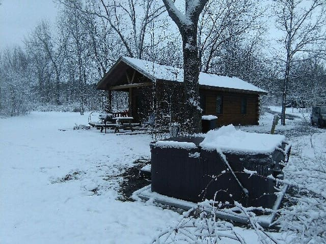Basswood Cabin - 2BR with private hot tub