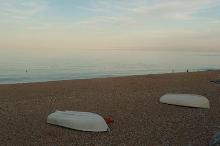 3 Bayview on Torcross Beach