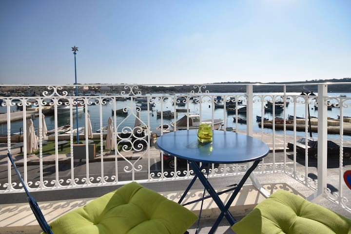 Brand New Seafront Apartment Picturesque Bay Views