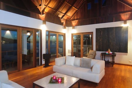 Comfortable villa with ocean view - Kammala