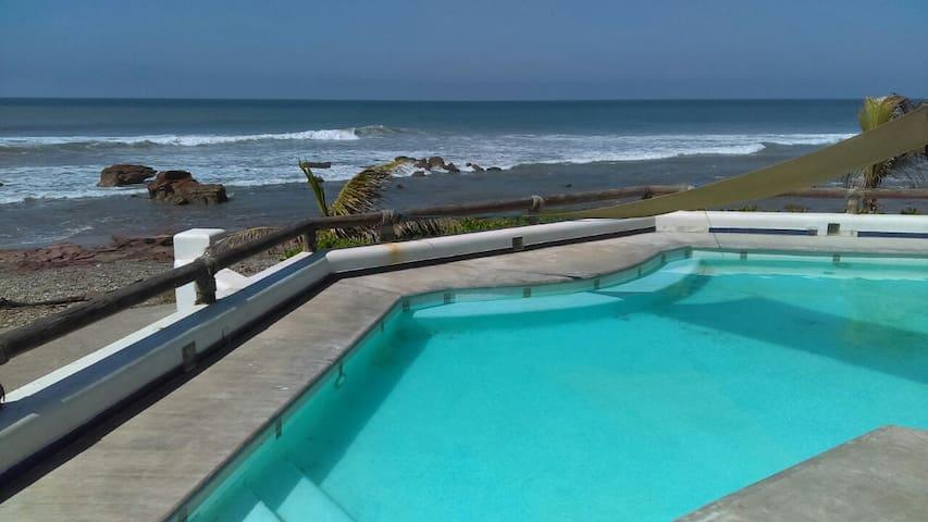 Cabaña frente al mar con todas las comodidades