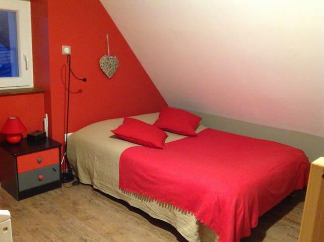 Chambre de 1 à 4 personnes, lit bébé disponible - Labaroche - Ev
