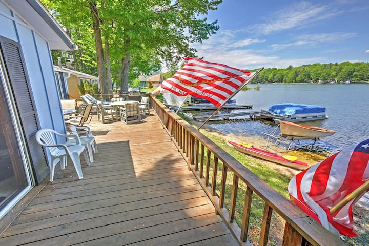 Rustic 2BR LeRoy Cottage w/Huge Private Deck