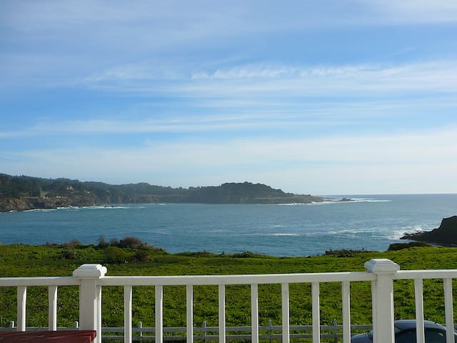 Luxurious Oceanfront Penthouse, Dog Friendly!! - Mendocino - Byt