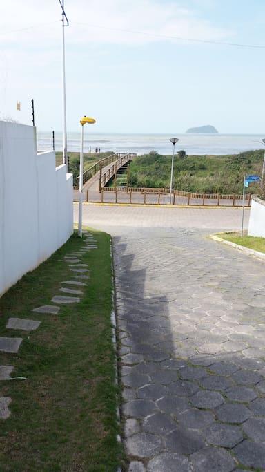 Rua de Acesso a praia-Quase em frente ao Condomínio