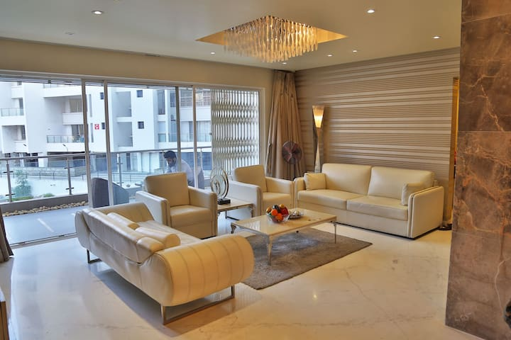 Luxurious service apartment in heart of the city.