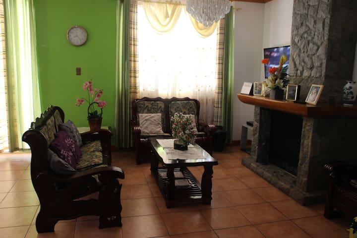 Beautiful Resthouse in Camp John Hay,Baguio City - Baguio - Haus