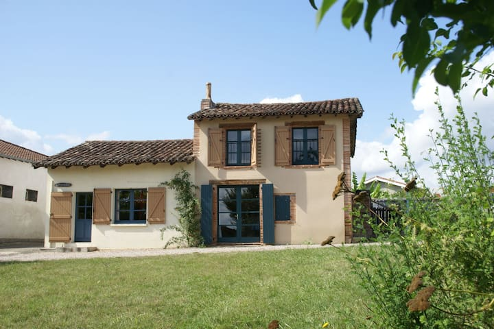Cozy Holiday Home in Piquecos with Private Swimming Pool