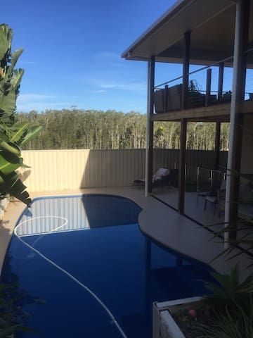 Executive home with pool - Port Macquarie - House