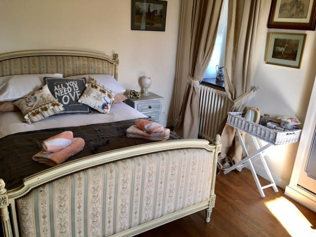 Le Gustavienne Mouliherne Bed Breakfast Optional