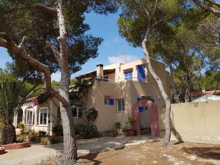 Maison de vacances confortable avec vue sur mer, terrasse, Balcon, jardin et Wi-Fi; Parking disponible