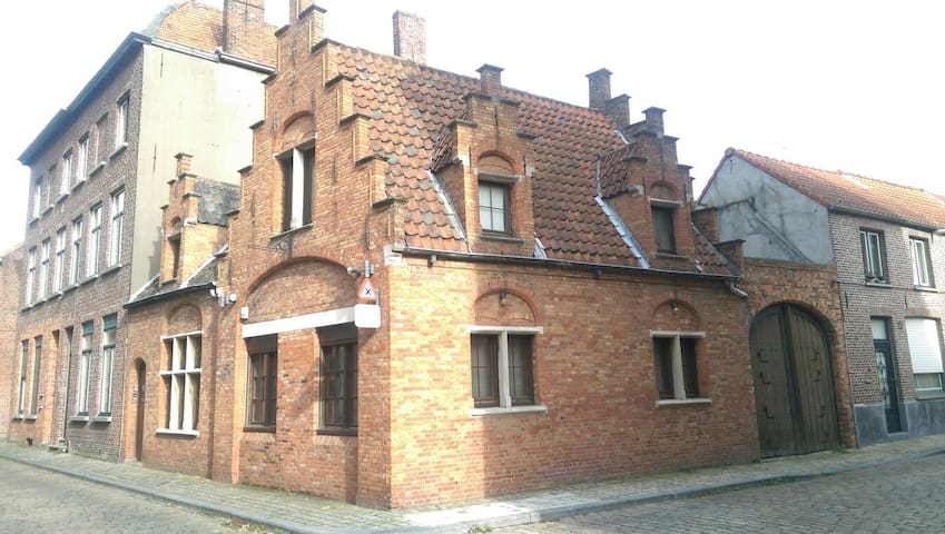 Typical Bruges house for rent, 1 room, 2 pers