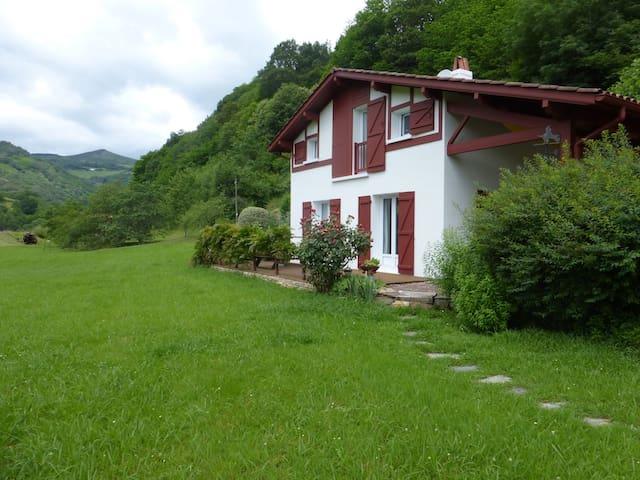 Maison chalet dans la nature  au Pays Basque - Itxassou