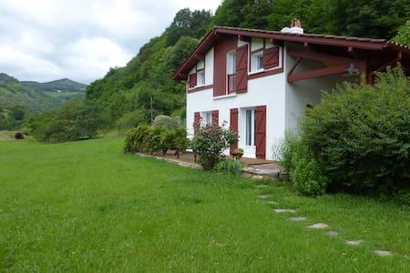 Maison chalet dans la nature  au Pays Basque - Itxassou - Casa