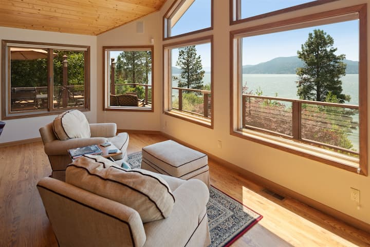 Eagles View ~ Eagle`s View. Fantastic family home, waterfront, luxury and sleeps 20!