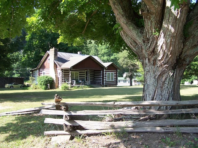 Farm stay in rustic 100 year old log cabin