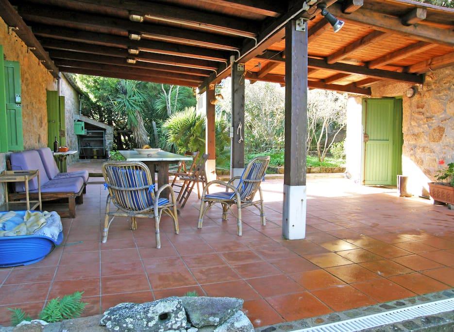 veranda condivisa e ingresso casetta