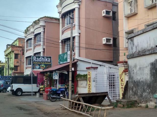 Laxmi Kutir entrance adjacent to Hotel Gajapati