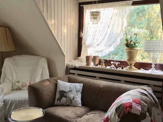 2 Einzelzimmer + 1 Wohnzimmer + 1 Bad