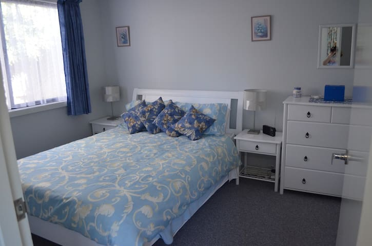 Self contained 1 Bed Bungalow in quiet cul-de-sac. - Wanneroo - Banglo