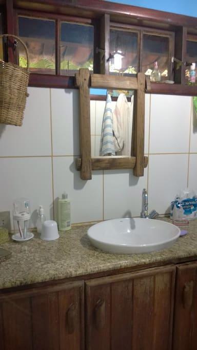 Banheiro da suíte do quarto de casal