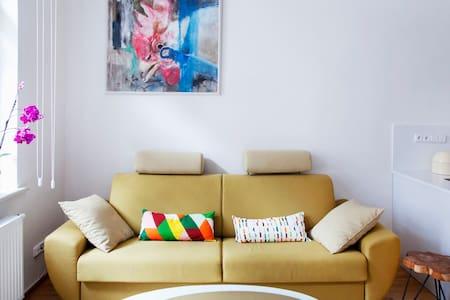 Couch for 2, Zizkov/Vinohrady - 15 mins to centre - Praag