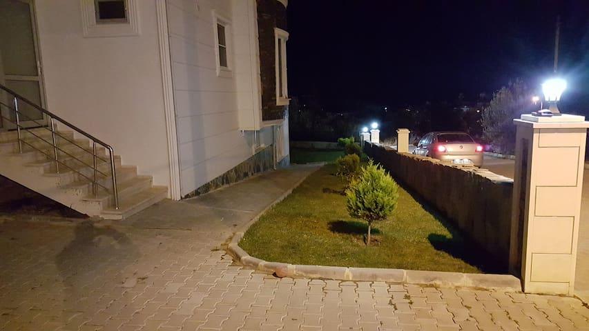 Souterrain Wohnung in Altinoluk - Altınoluk Belediyesi - Apartment