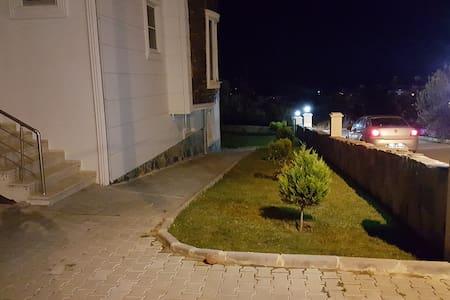Souterrain Wohnung in Altinoluk - Altınoluk Belediyesi - Wohnung