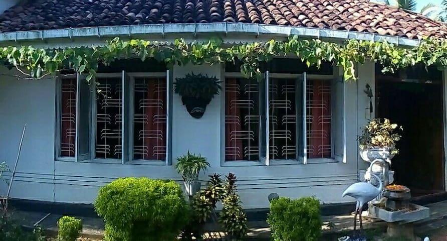Udakeiyawatta Estate - dikwella - House