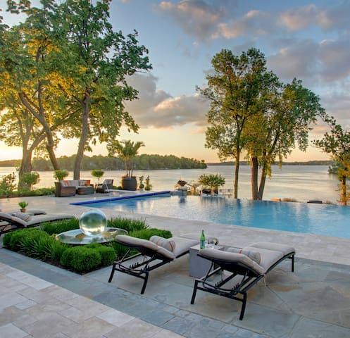 Lake Minnetonka LUX Guest House on Estate
