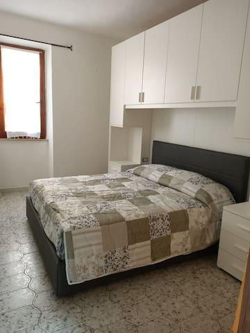 camera da letto, può ospitare lettino per bimbi fino a 16Kg, lettino aggiuntivo