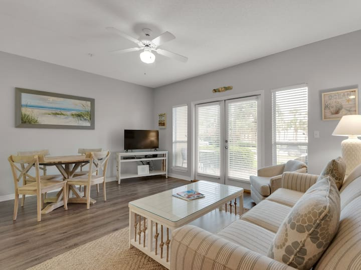 Ground floor, Perfect Small Family Retreat, Walk to the Beach from your Patio