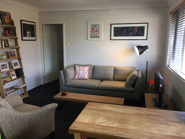 Stylish unit in hip inner north - Lyneham - Leilighet