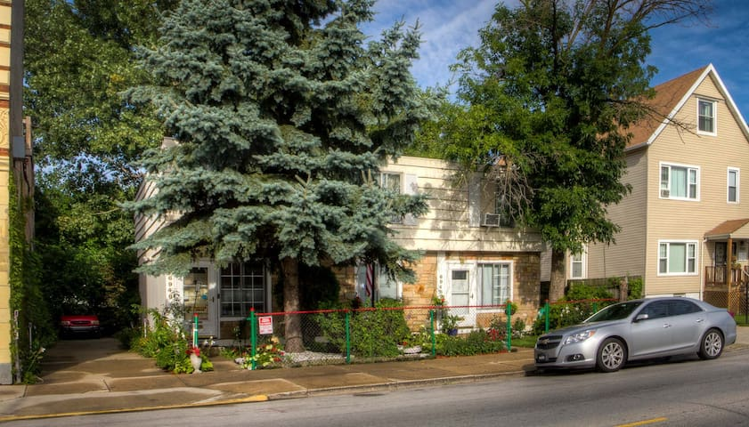 Whole Cozy Townhouse with 4 Bedrooms & 1.5 Bathes - Chicago - Řadový dům