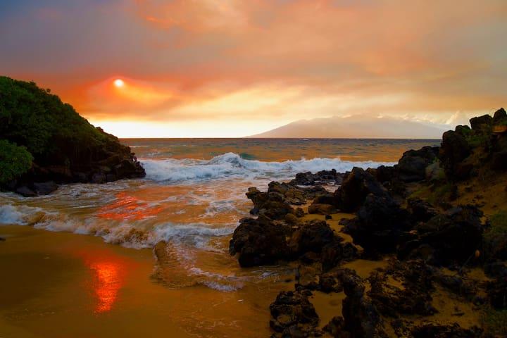 Wailea Beach sunset, at the Four Seasons.