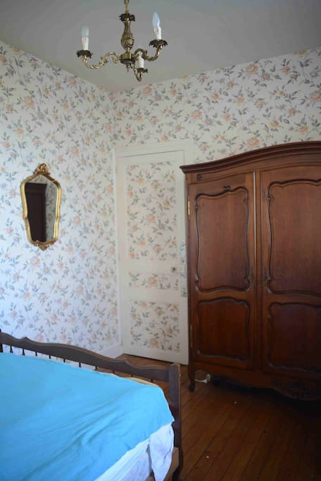 1 st bedroom