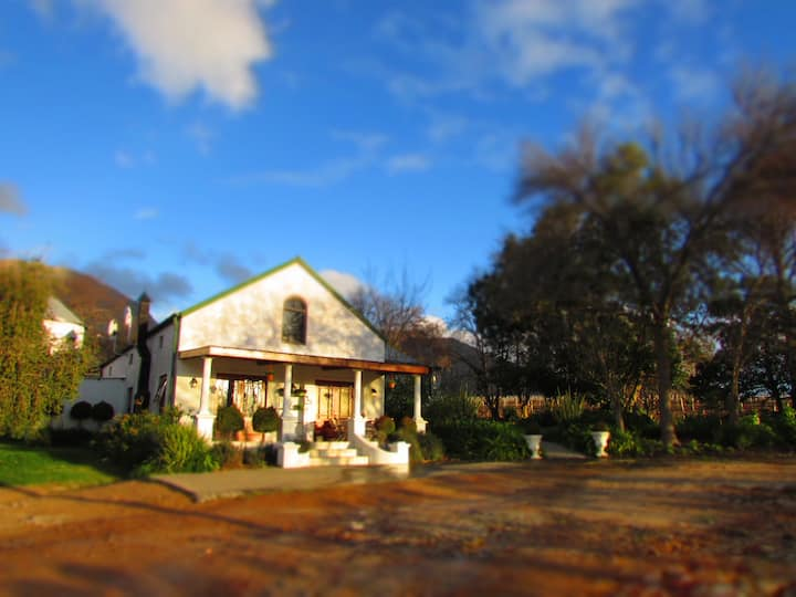 Cedar Cottages Paarl-we have 2 Cottages.Wine farm.