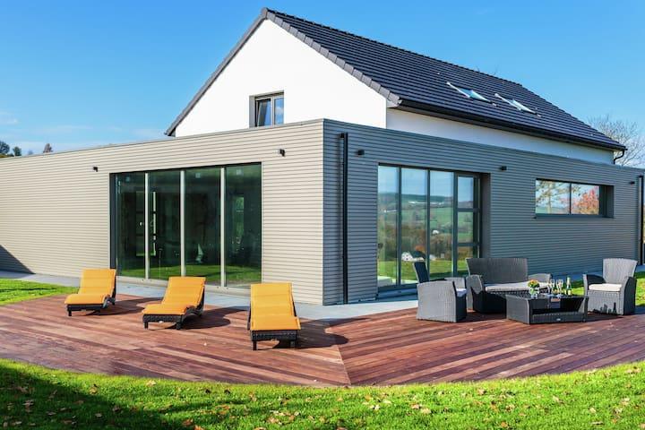 Maison de vacances de luxe avec jacuzzi située à Pont