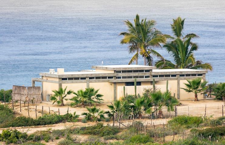Salty's Beachfront Casa
