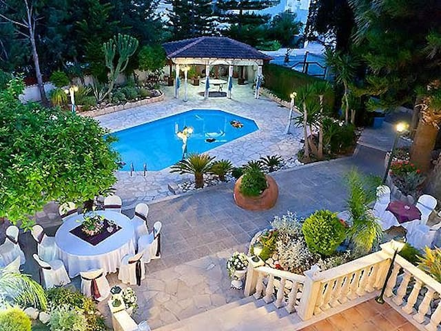 Villa Mosaica Pool & Garden, 10 guests group rate