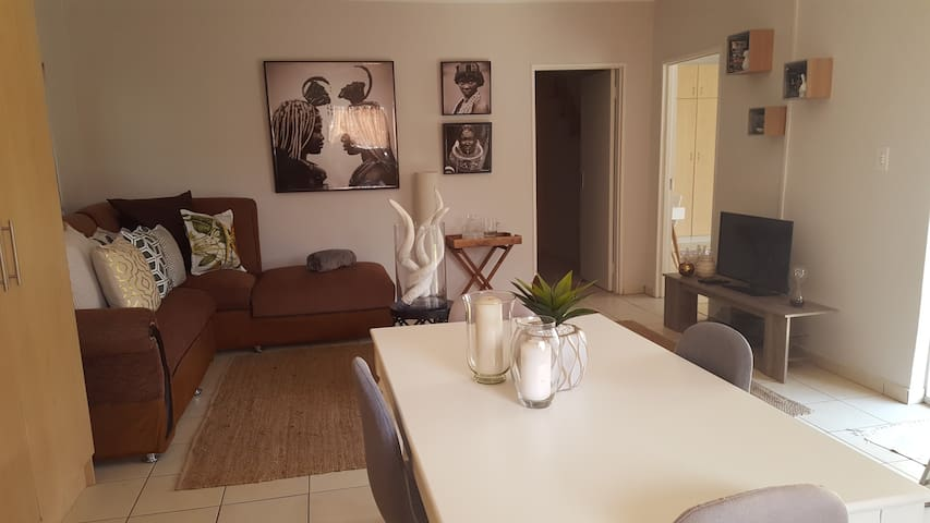 VillaDeVille - Fully Furnished Two Bedroom Villa - Germiston - Flat