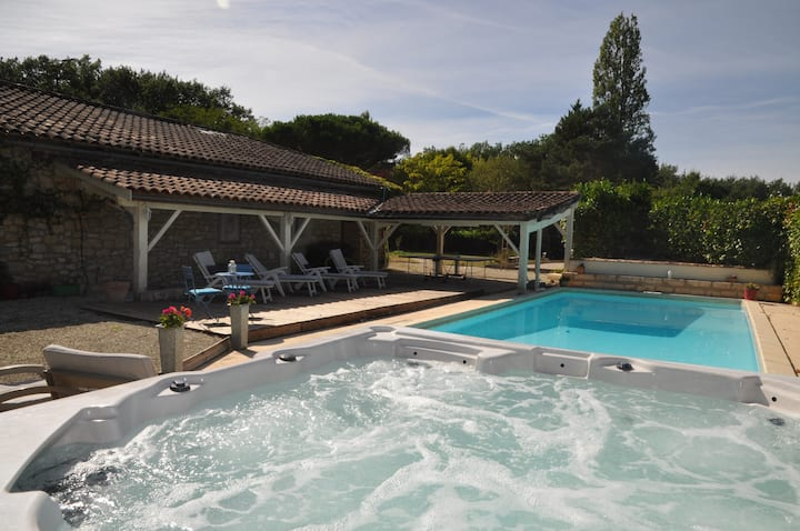 Gîte à la campagne avec piscine et Jacuzzi