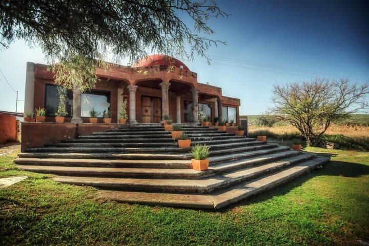 Stone House / Casa de Piedra
