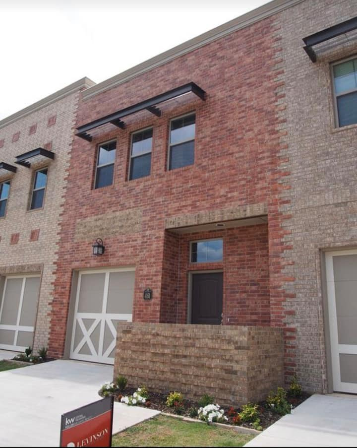 Spacious Urban Haven near Downtown Edmond