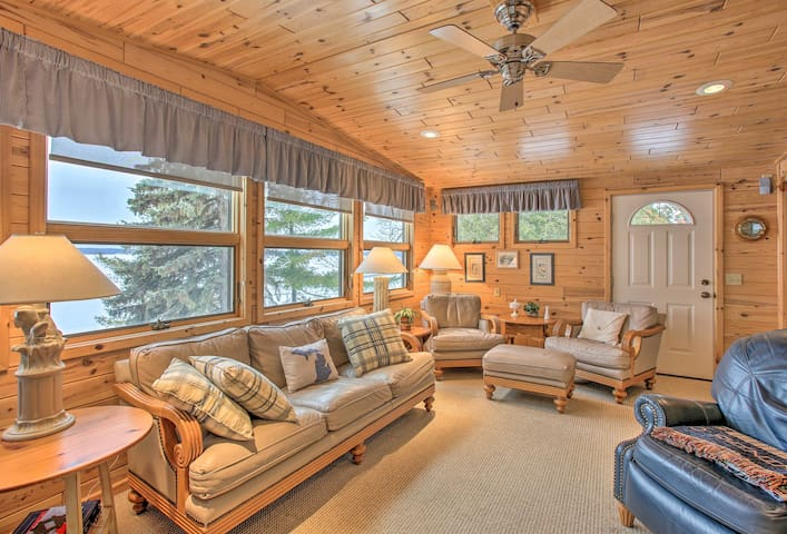 NEW! Waterfront Cottage, 9 Mi to Aloha State Park!